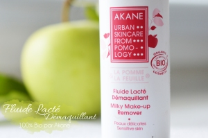 ALITTLEB_BLOG_BEAUTE_AU_LAIT_A_LHUILE_BATTLE_A_LHEURE_DU_DEMAQUILLAGE_FLUIDE_LACTE_DEMAQUILLANT_AKANE_FLUIDE_LACTE_PACKAGING